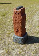 Lingam-XIV-85x32x30-cm-keramiek-brons